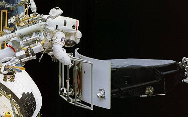 6-10 Hubble Telescope_96930