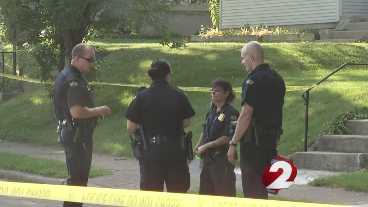 Police investigating after 2 people show up at Dayton hospital