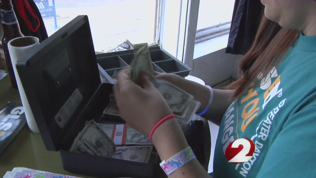 Community helps raise money for victims' families in ...