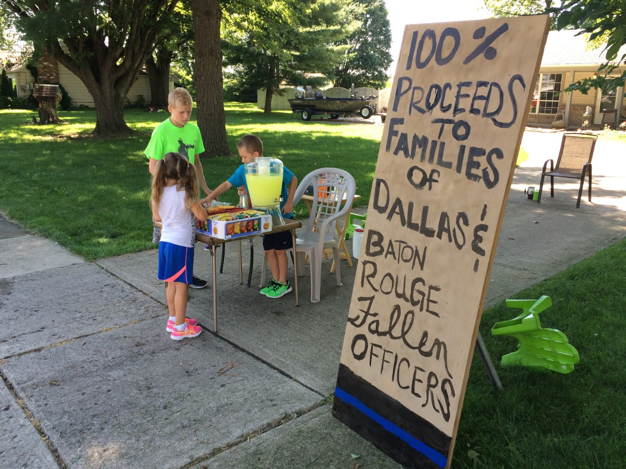 Lemonade Stand for Officers_173616