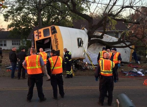 161121174805-chattanooga-bus-crash-exlarge-169_206975