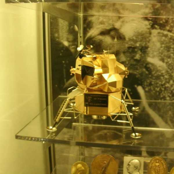 lunar excursion module stolen_259519
