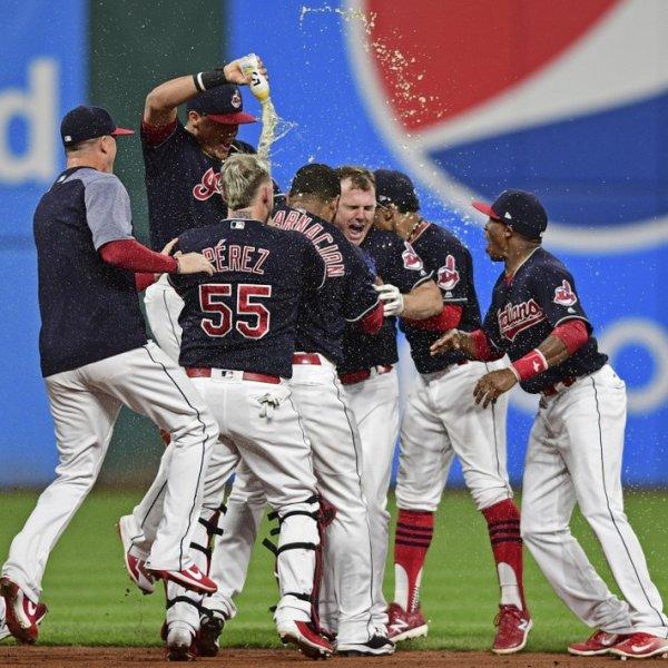 Cleveland Indians celebrate_268507
