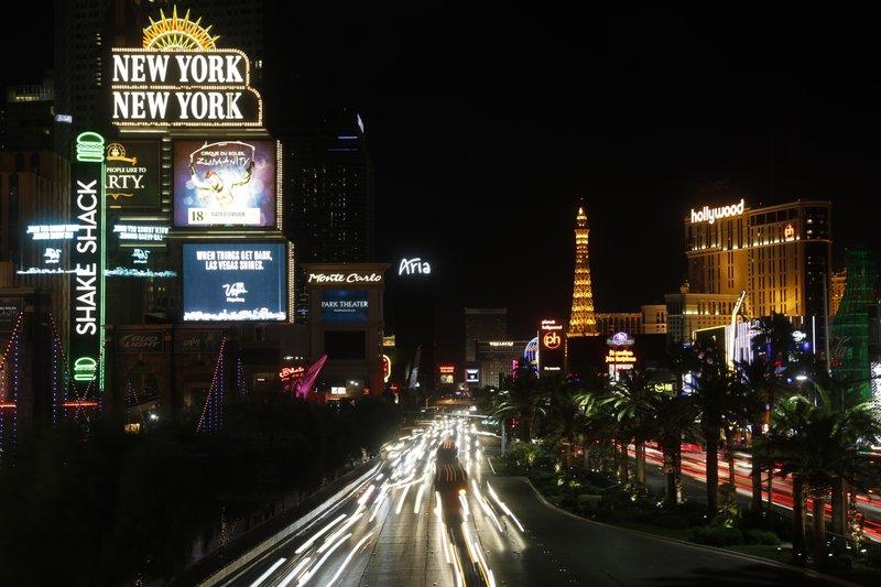 Las Vegas strip goes dim_273316