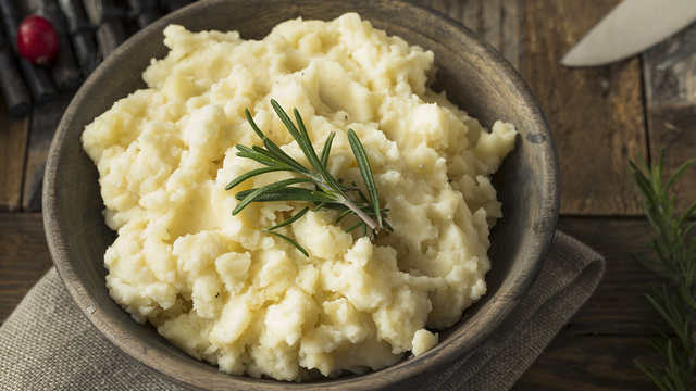 Homemade Thanksgiving Mashed Potatoes_278307