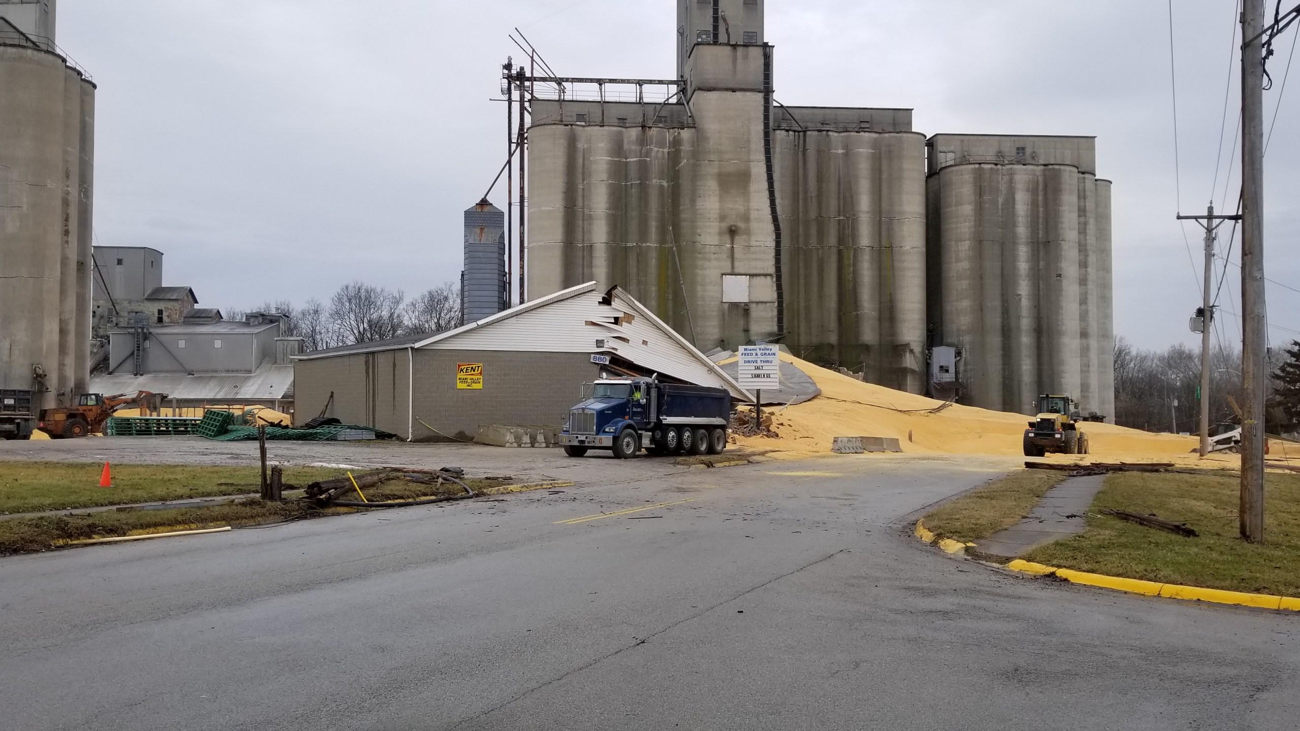 Large grain silo_291580