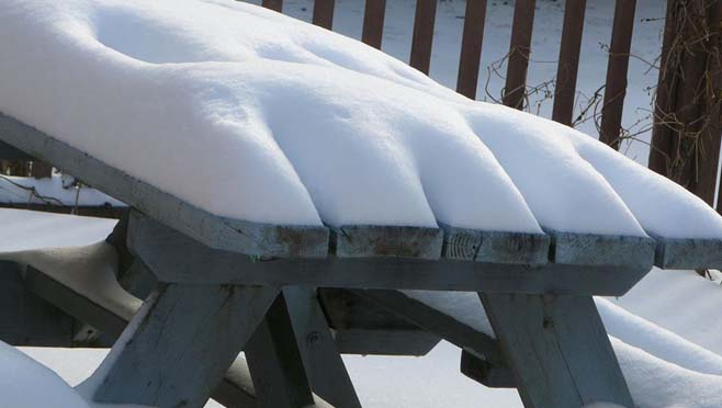 Snow on table_290286