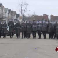 Police_in_riot_gear_close_street_on_UD_c_0_20180318035832