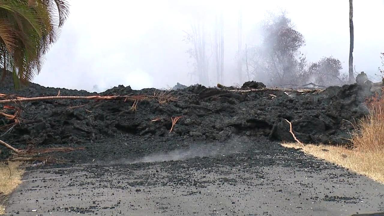 Lava crosses Kupono Street in Leilani Estates (1)-846655637