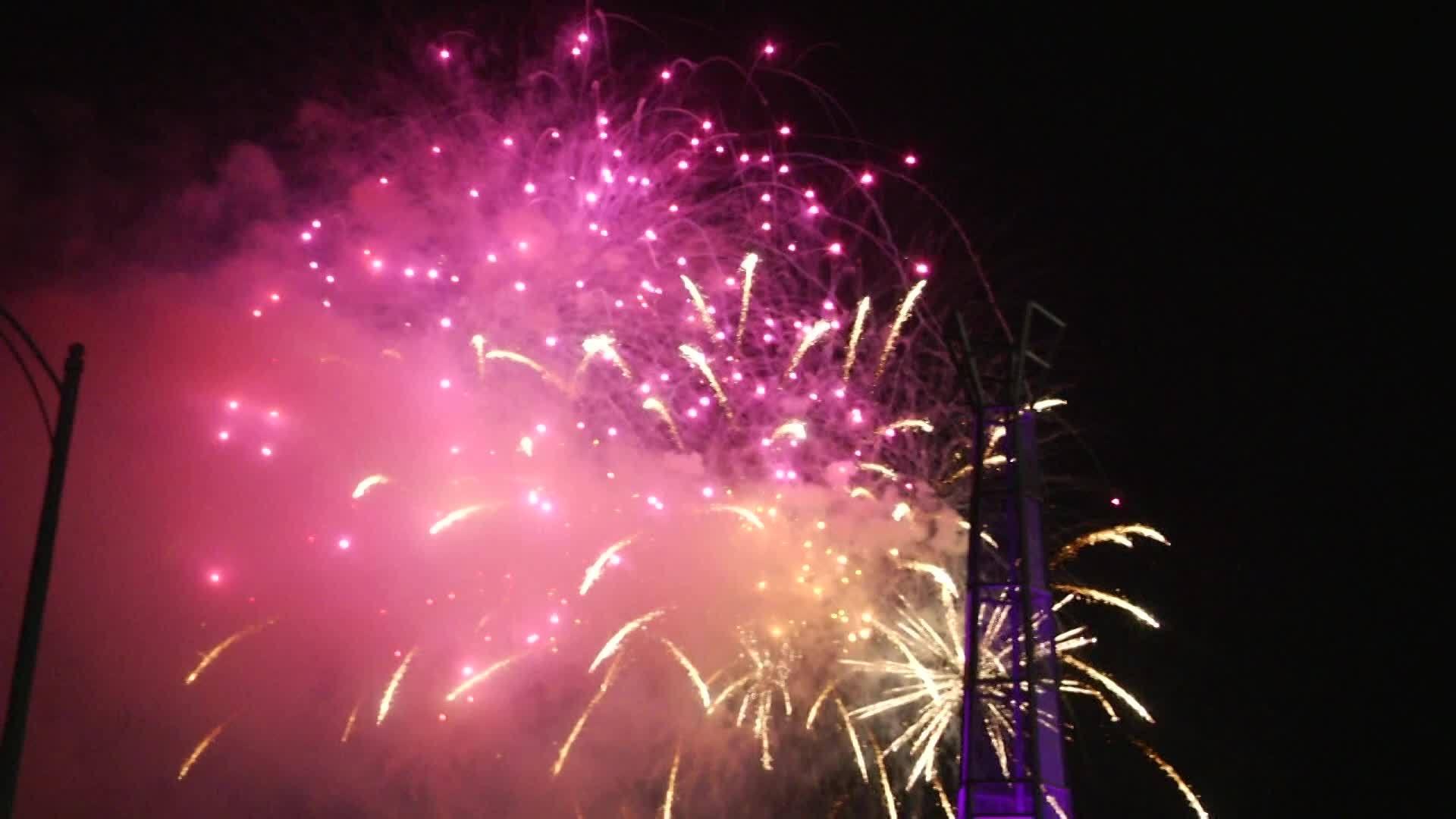 Lights_in_Flight_Fireworks_3_0_20180704093422