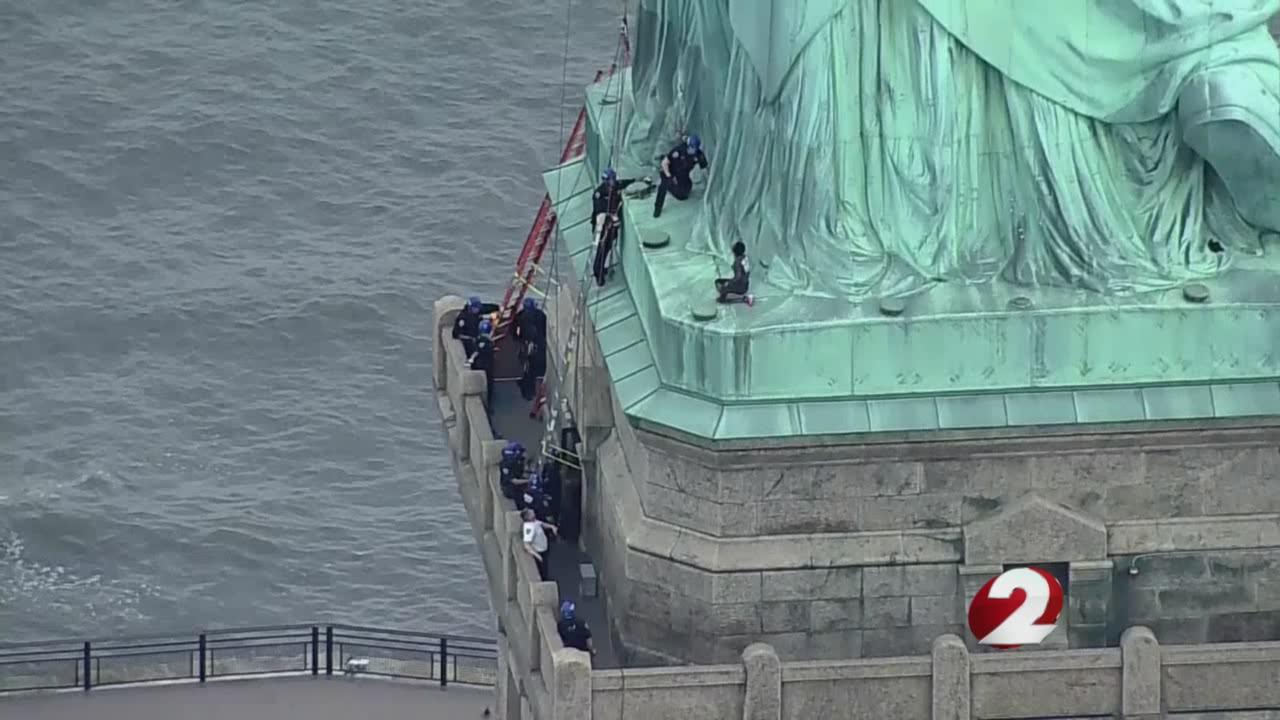 statue of liberty climber_1530784041627.jpg.jpg