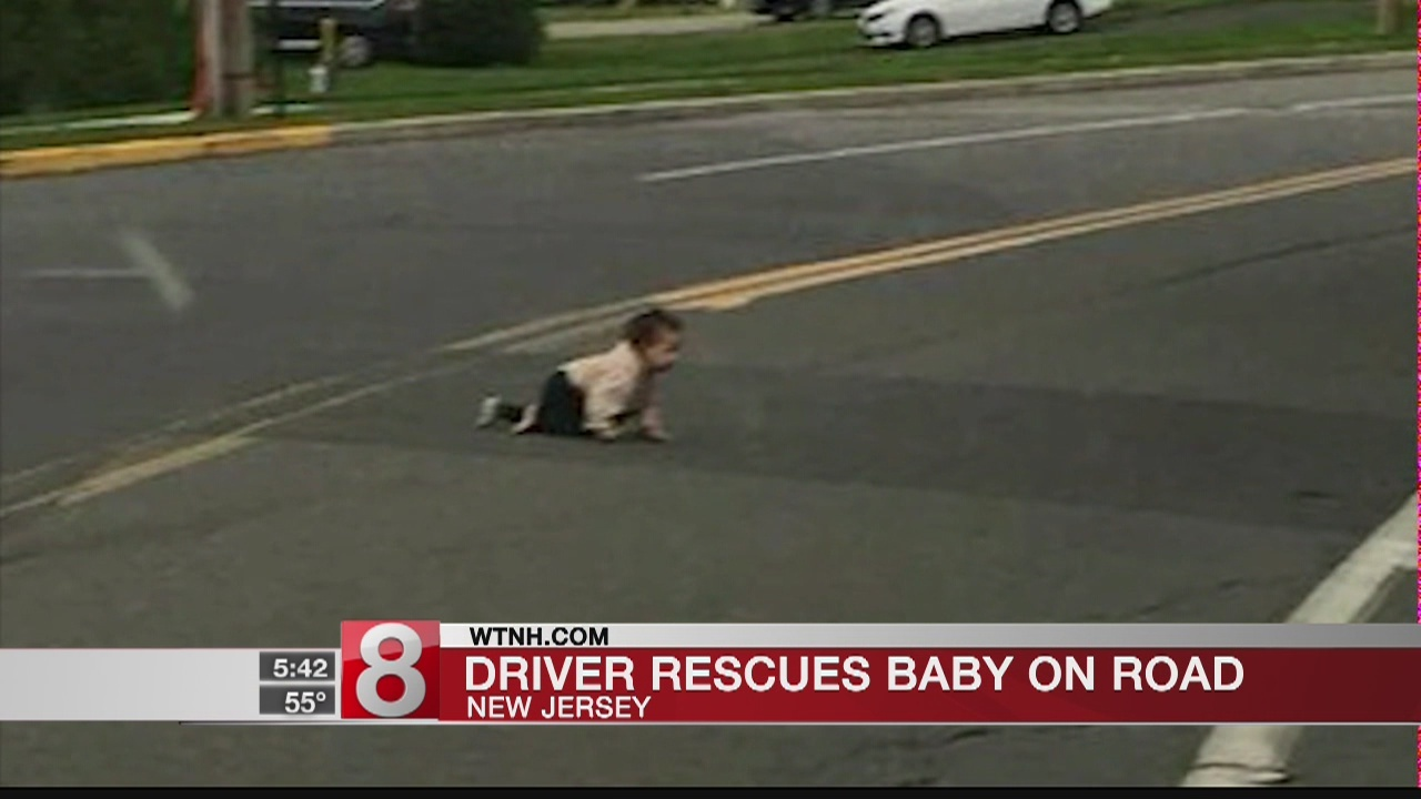 Driver_finds_baby_crawling_across_busy_r_0_20180925120234-873772057