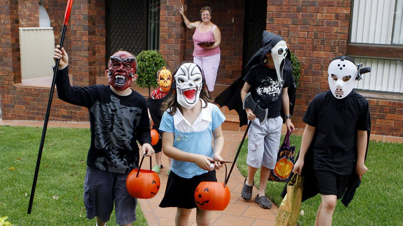 trick-or-treat-kids_196541-873772846