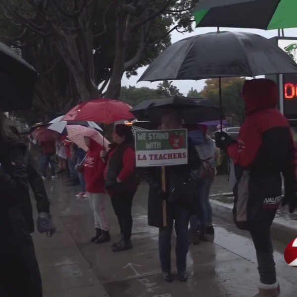 Parents wonder if kids are learning amid Los Angeles strike