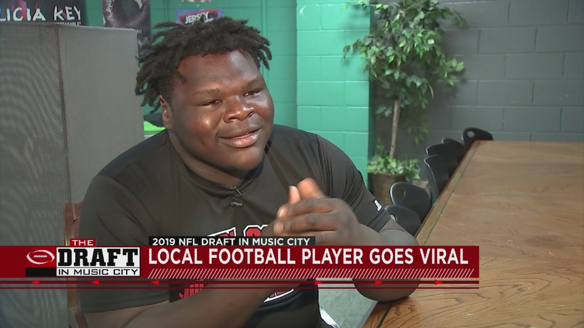 Local_football_player_goes_viral_after_N_0_20190426221649