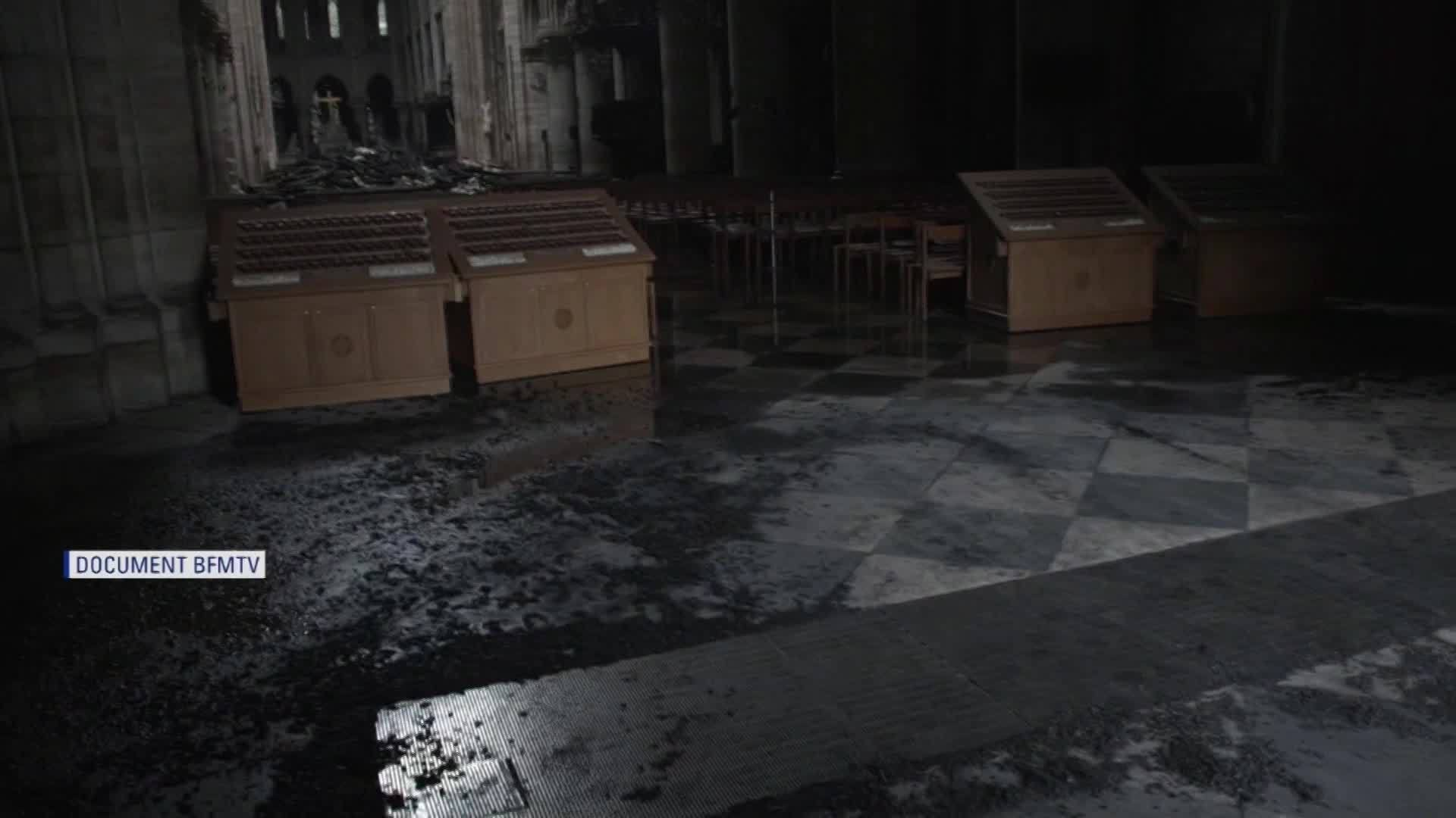 Notre_Dame_Fire__Images_from_inside_chur_6_20190416164718-846653543