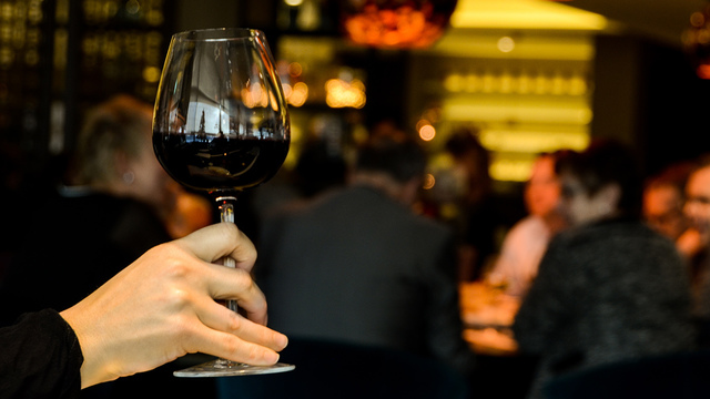 restaurant-person-single-drinking_1518642520422_342297_ver1-0_34201655_ver1-0_640_360_296971