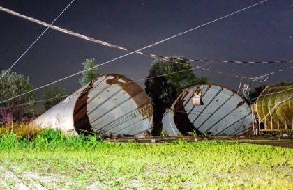 Silos fall onto train tracks in Darke County