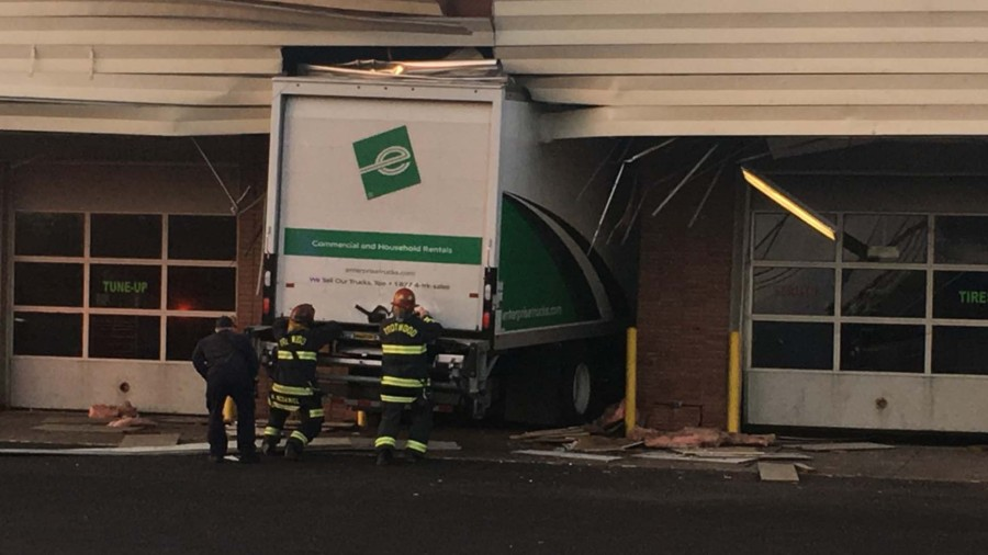 Box truck crashes into tire store in Trotwood | WDTN