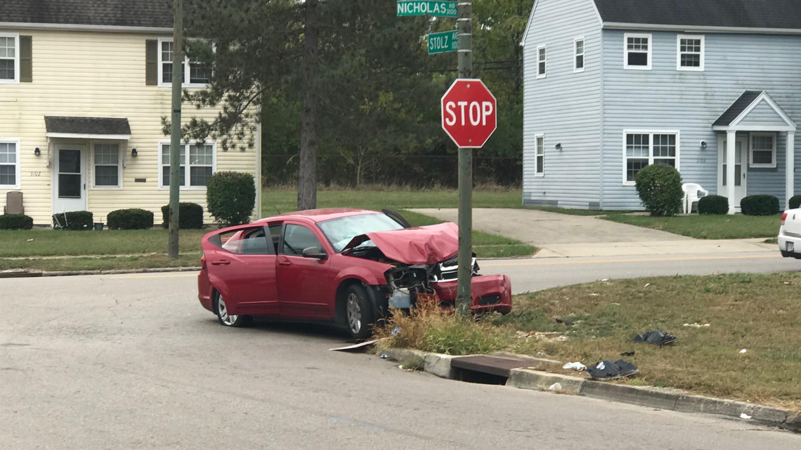 Teens flee from crash in Dayton