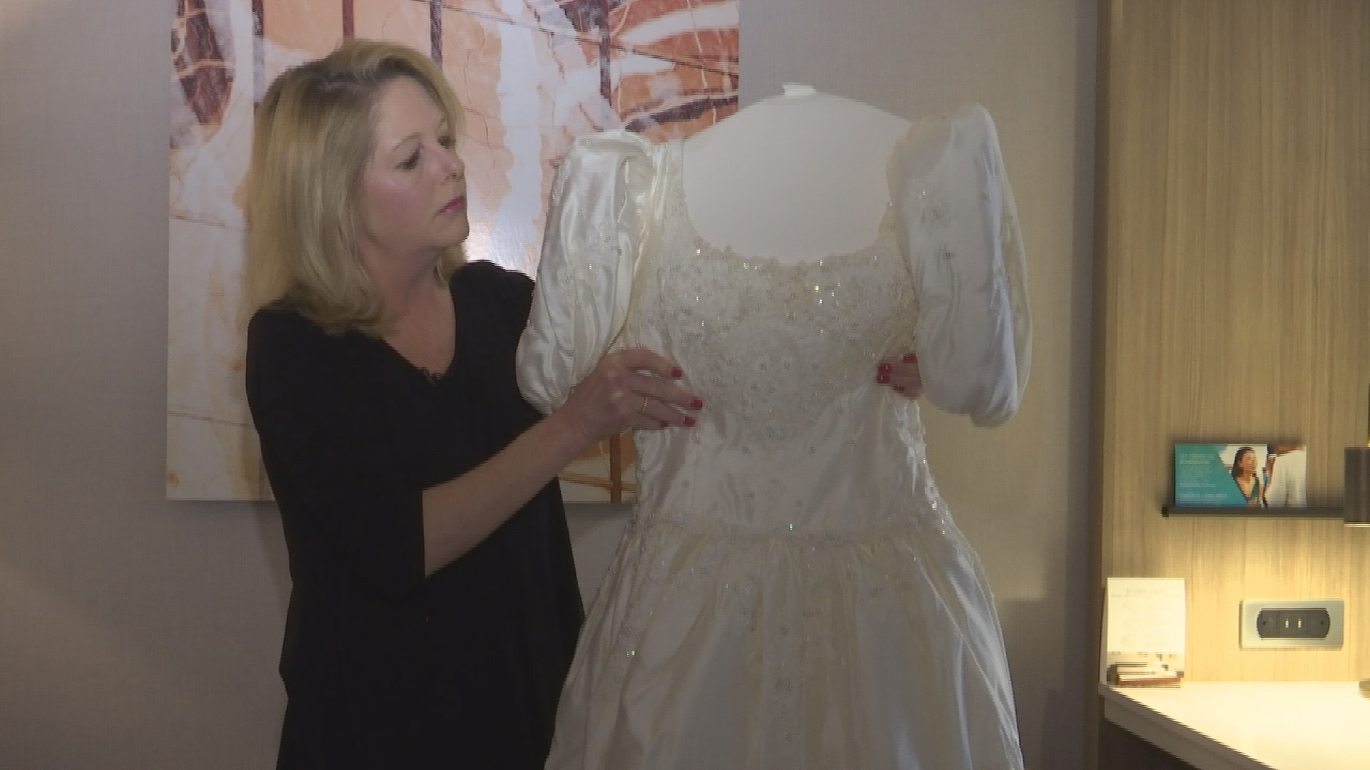 Woman Preserves Wedding Dress 30 Years Later Opens Box And Finds