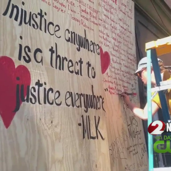 Restaurant supports protesters despite damage