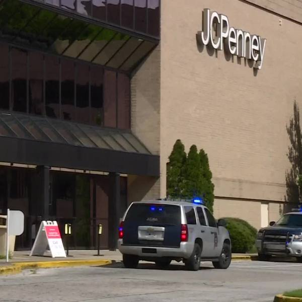 4 hospitalized after shooting at Alabama shopping mall