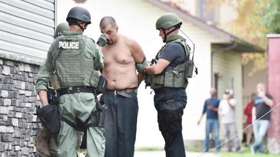 10-7-sidney-suspect-surrenders-4